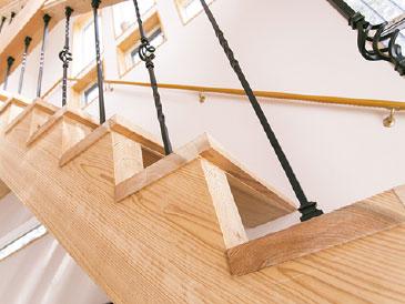 『弥生』は階段も手作り「レーベン」