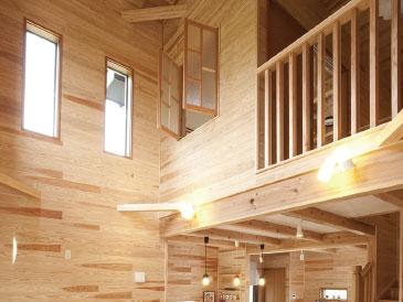 床・壁・天井のすべてを天然木